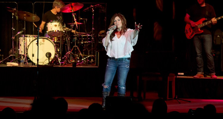TOUR REVIEW: Jo Dee Messina at Sold Out Show in Manistee, MI